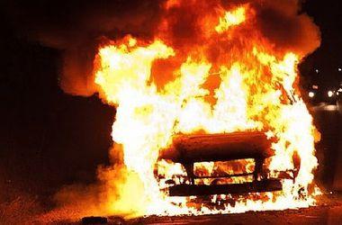 Вибухнуло авто: вогонь повністю знищив автівку
