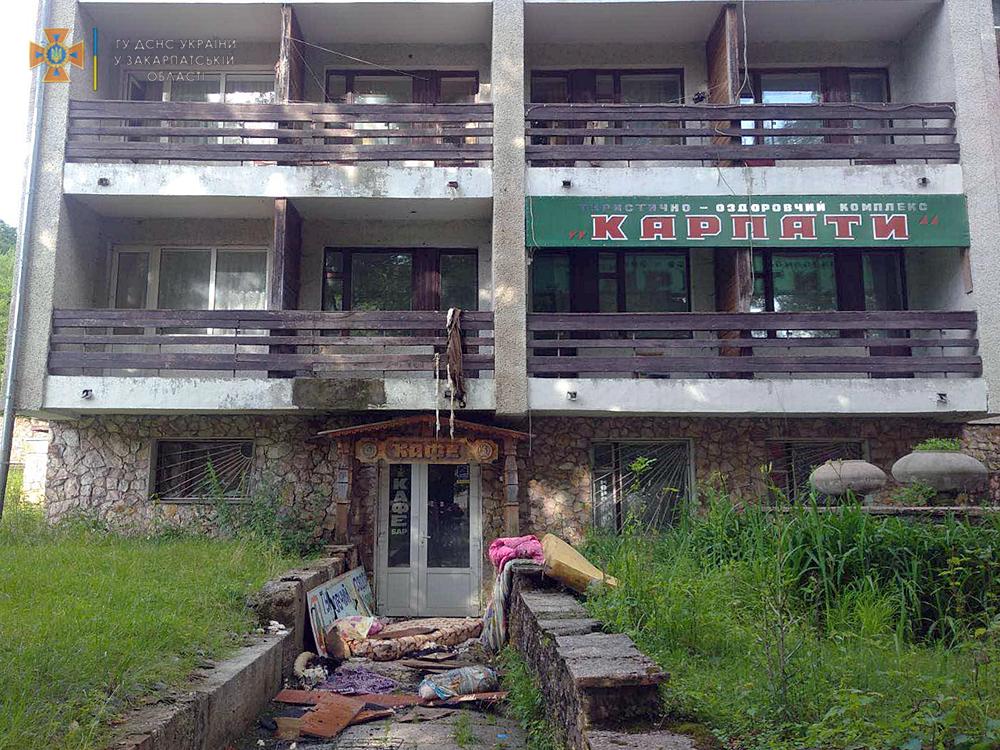 На Закарпатті горів туристично-оздоровчий комплекс «Кaрпaти» (ФОТО)