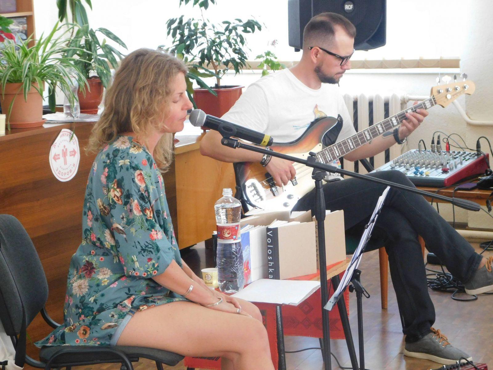 У Мукачеві презентували музично-поетичний перформанс дуету «Інша тиша» (ФОТО, ВІДЕО)