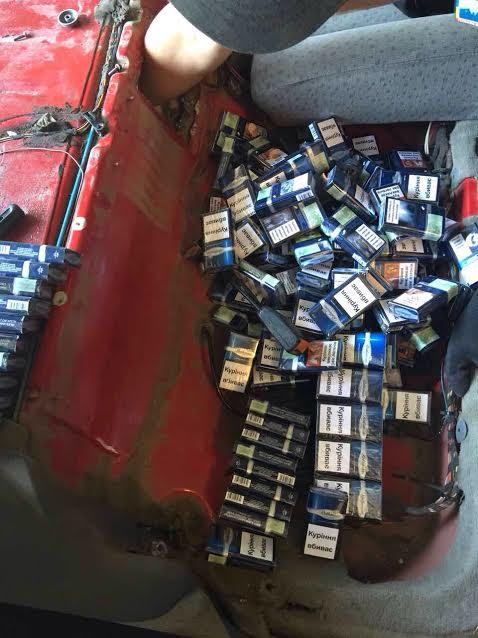 Митники Закарпаття вилучили автомобіль з цигарками