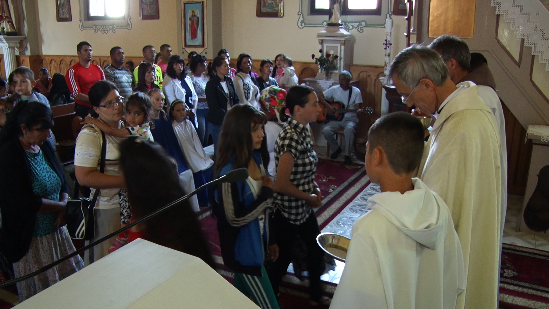 У селі Вишково Хустського району для ромського населення відбулась святкова служба (ВІДЕО)