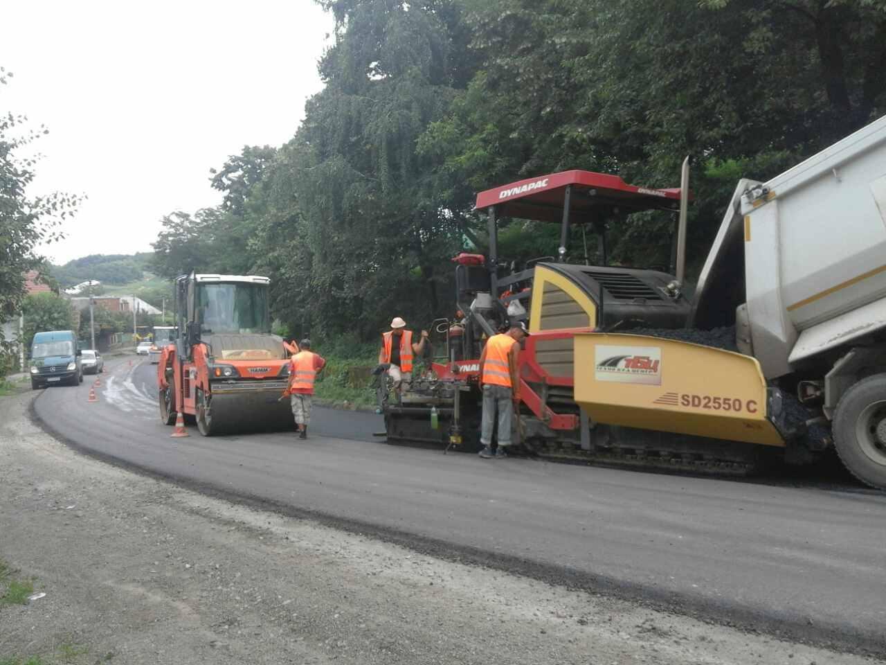 У Виноградівському районі ремонтують дорогу (ФОТО)