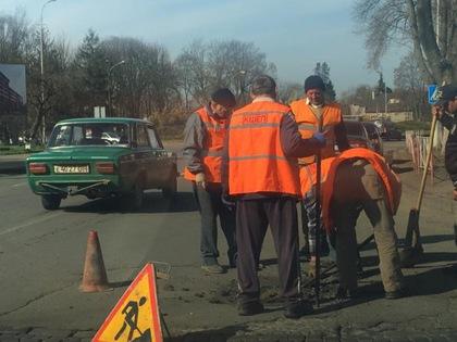 В Ужгороді ремонтують трансформаторну підстанцію на вулиці Можайського