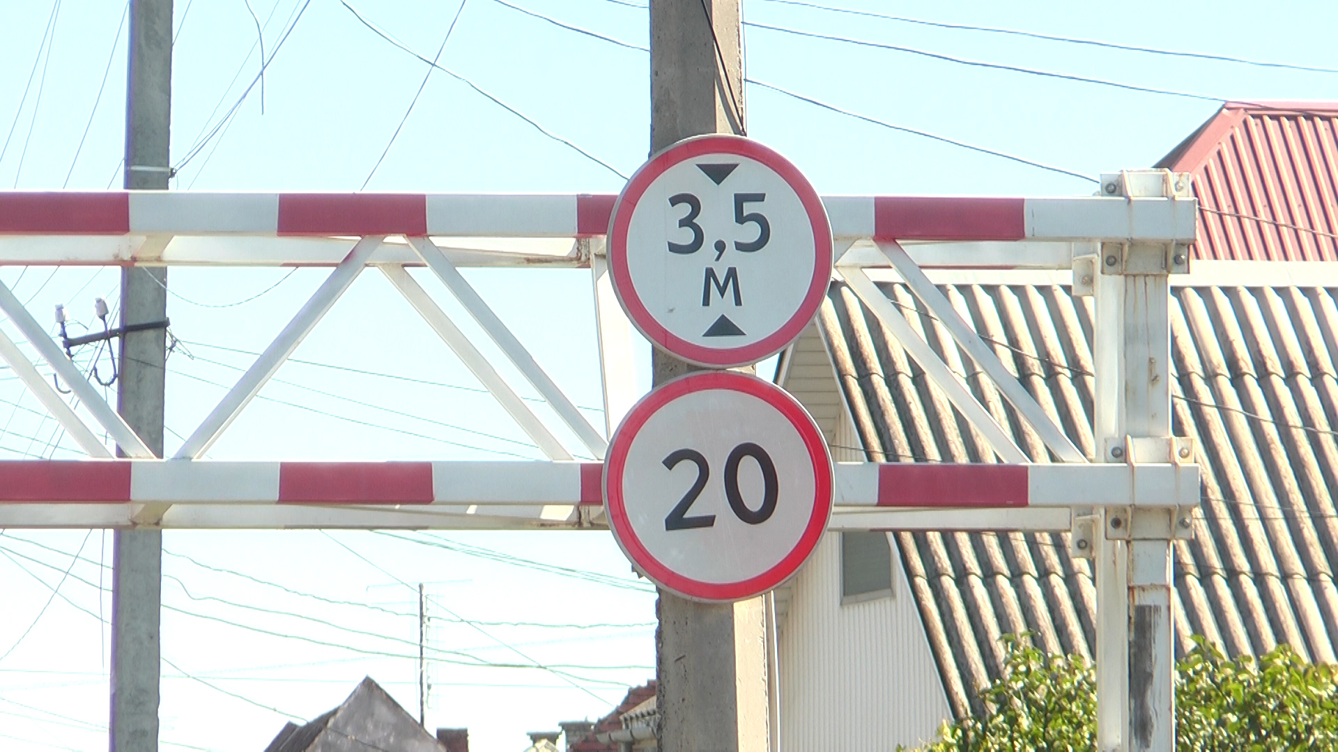 У Мукачеві встановлять додаткові обмежувачі руху вантажного транспорту (ВІДЕО)