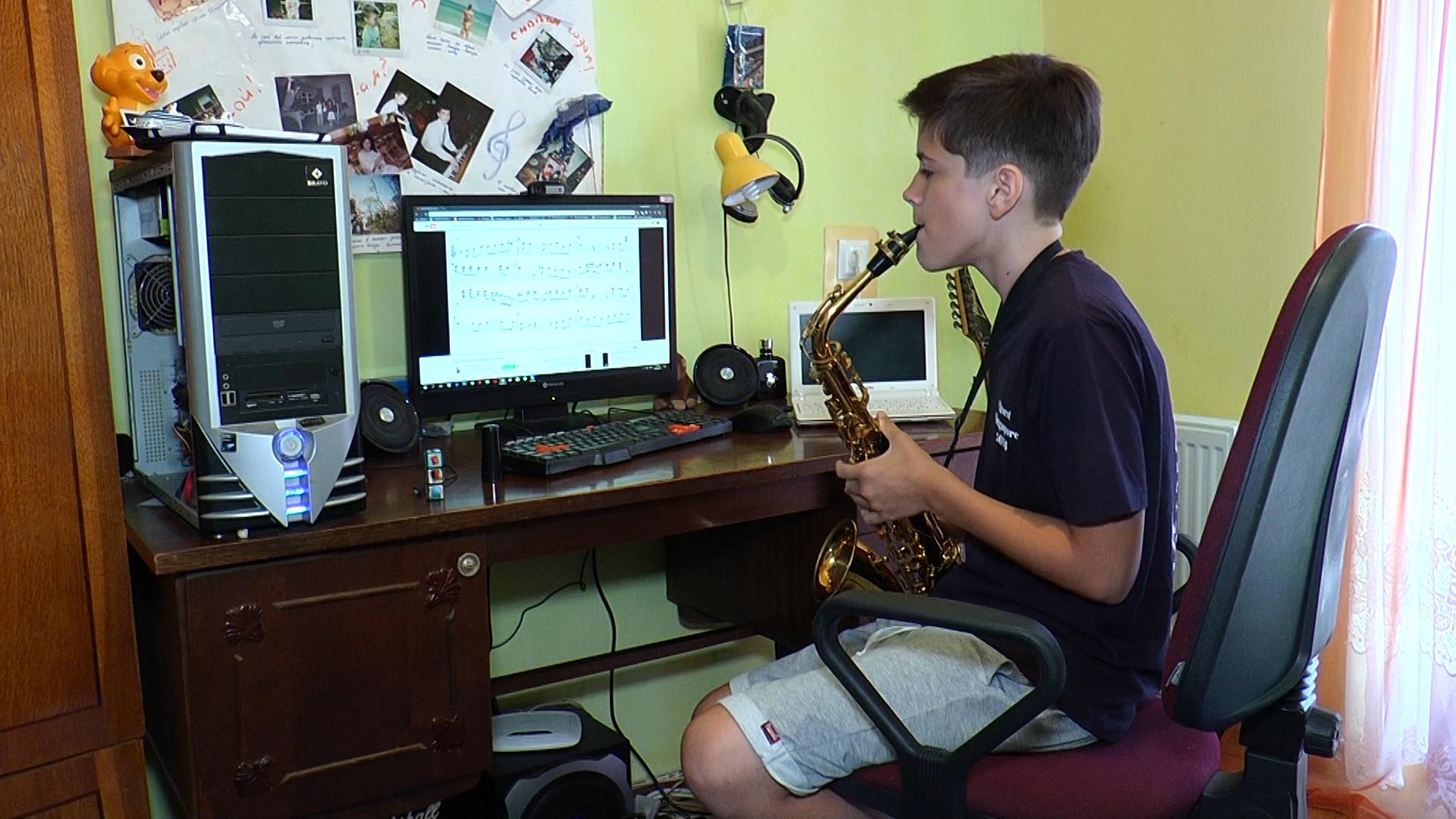 Замість спінера- саксофон! Чим захоплюється юний закарпатець?
