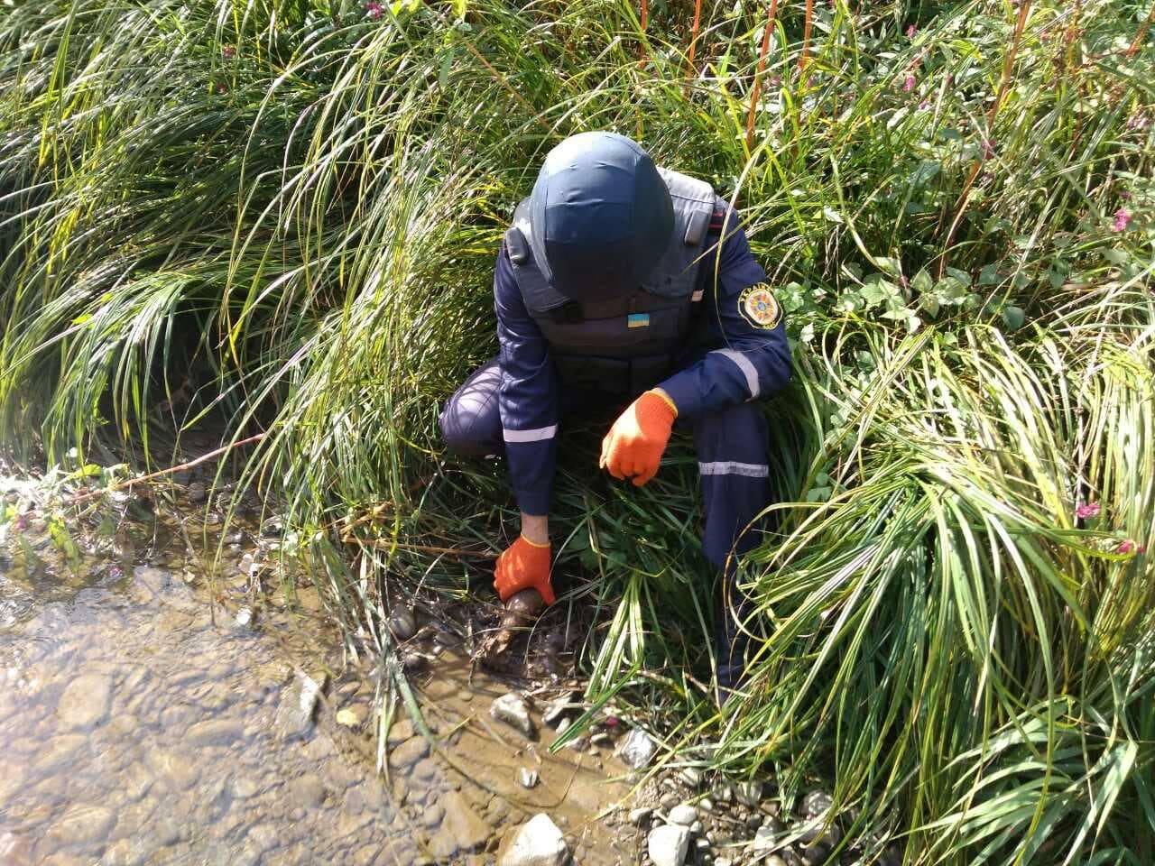 В передмістях Франківська та Яремче виявили небезпечні знахідки