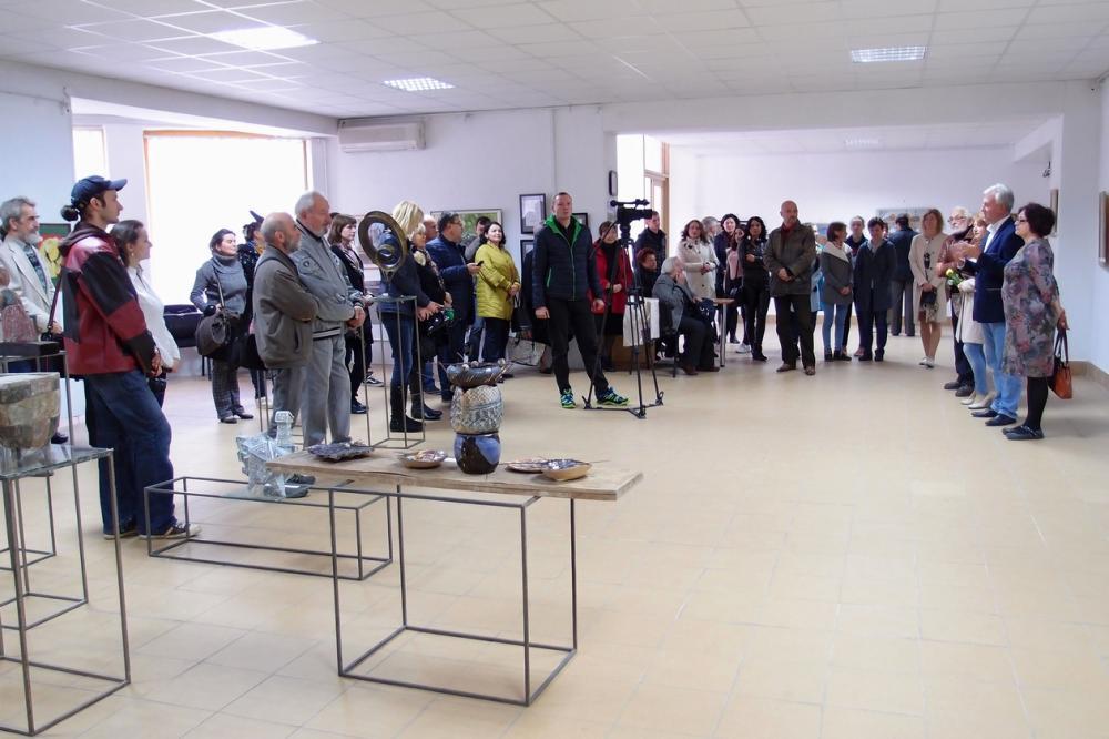 В Ужгороді стартувала виставка з нагоди Дня художника