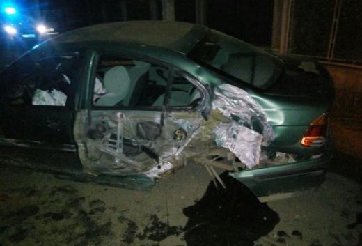 На Закарпатті п'яний водій не розминувся з бетонною огорожею