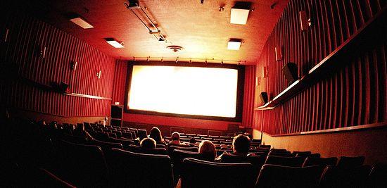 Безкоштовний кінотеатр в Закарпатті підкорює шкорлярів