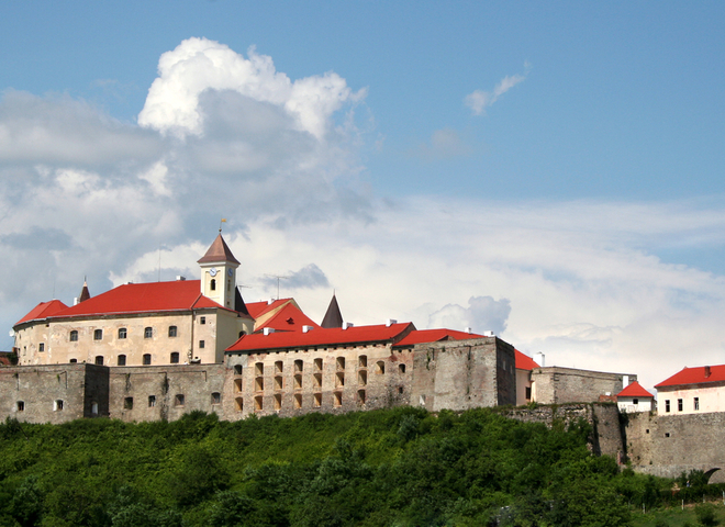 Чому Мукачівський замок оздоблювала восьмигранна зірка