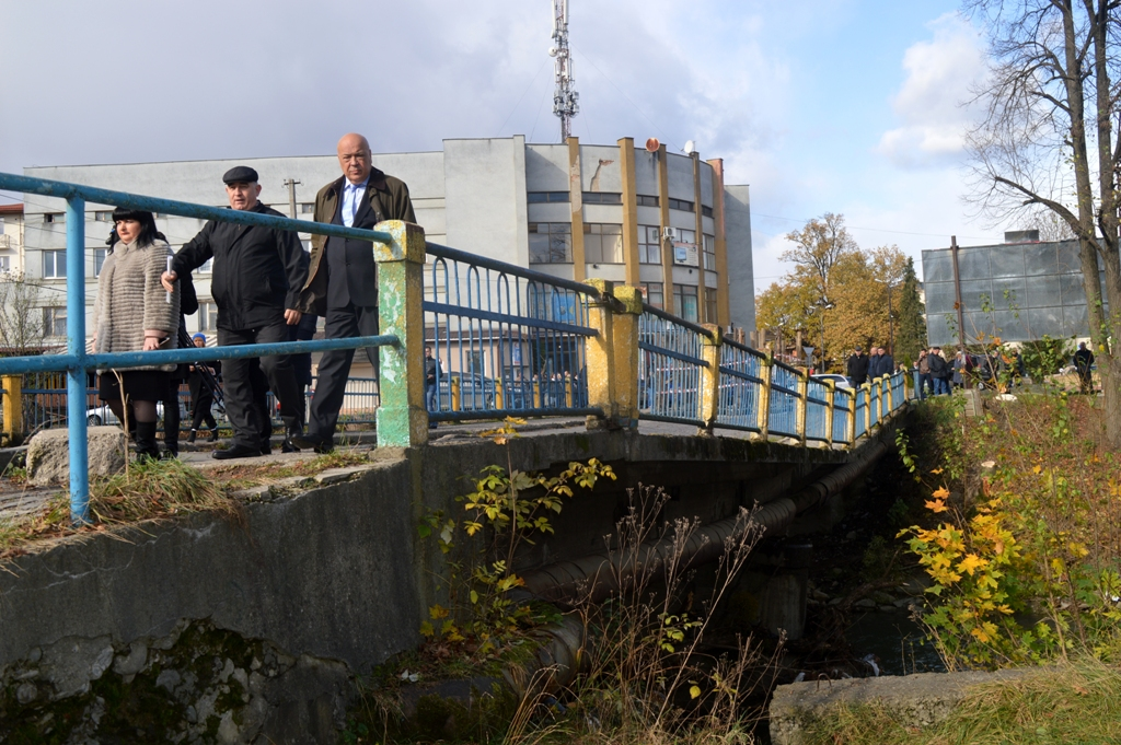 У Сваляві почали реконструкцію мосту через річку Свалявка