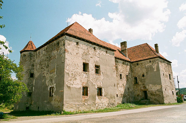 Таємничий замок Сент–Міклош на Закарпатті досі береже чимало загадок