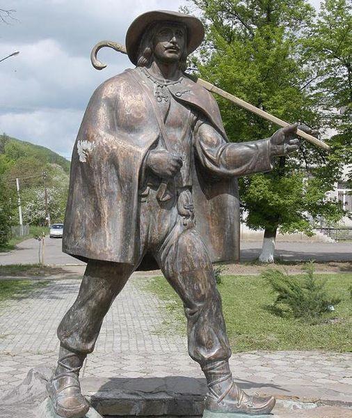 Єдиний в світі пам'ятник листоноші — на центральній площі Перечина