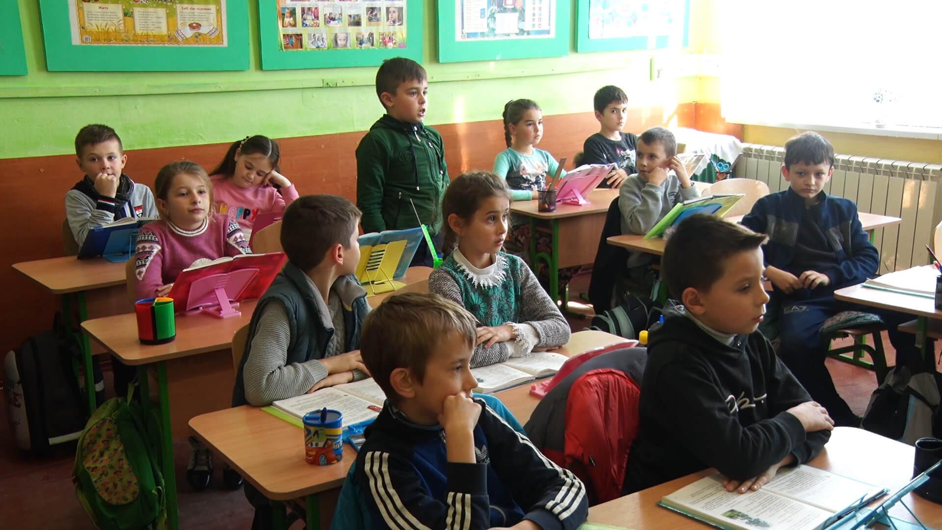 На Тячівщині сільські учні наполегливіше гризуть граніт науки (ВІДЕО)