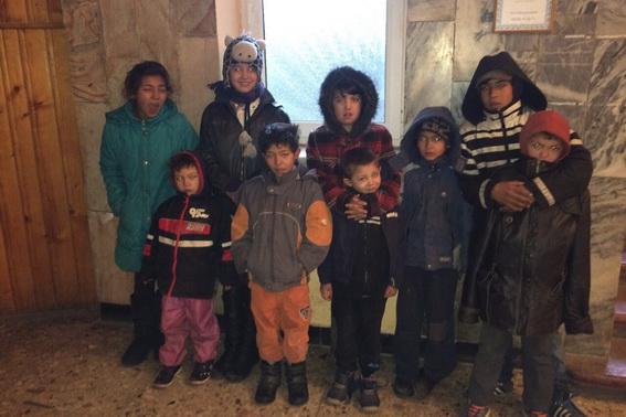 Поліція Мукачева розшукує багатодітну матір із Волівця, яка залишила своїх дев'ятьох дітей (фото)
