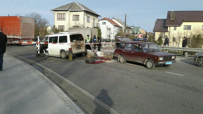 На трасі Київ-Чоп сталась моторошна ДТП за участю закарпатця (ФОТО)