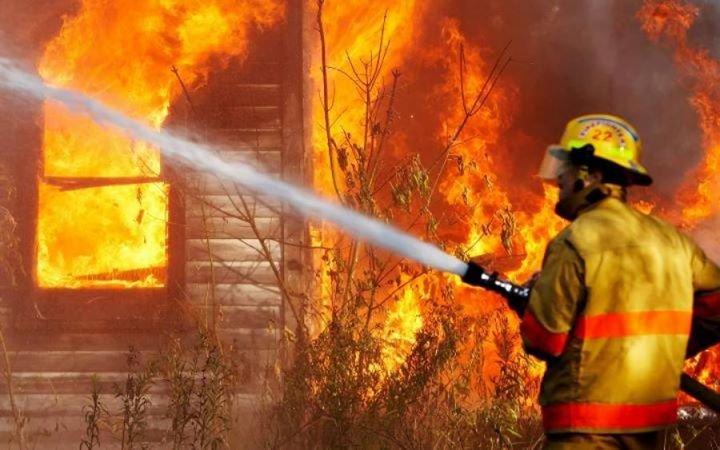 На Тячівщині горіла надвірна споруда