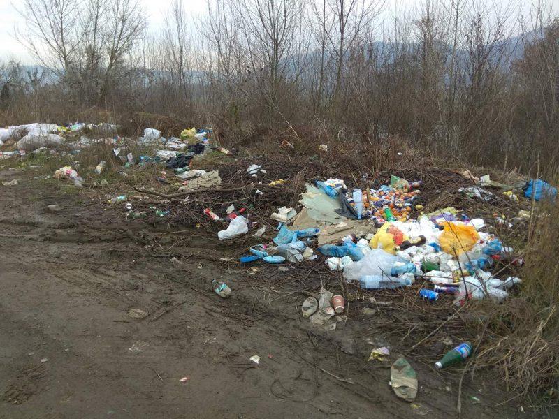 Тячівщина потопає у смітті (фотофакт)