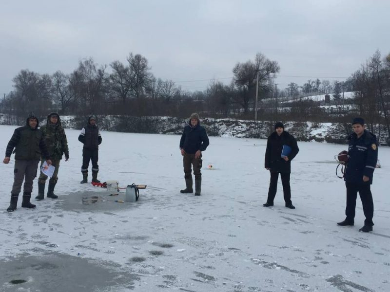 Іршавські рятувальники пояснювали як на тонкому льоду не потрапити в біду