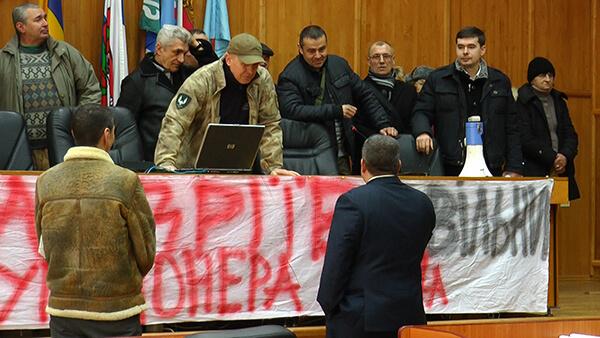 Перша сесія міської ради в Ужгороді почалась з масових вигуків «Ганьба!» (ВІДЕО)