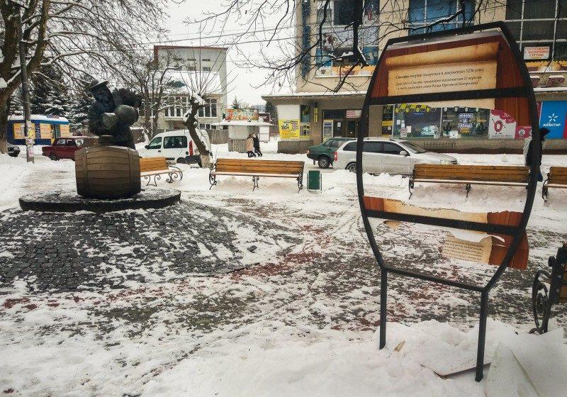 У Сваляві вандали знищили інформаційне табло (ФОТО)