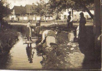 Фото з архіву: як закарпатки прали білизну (фото)