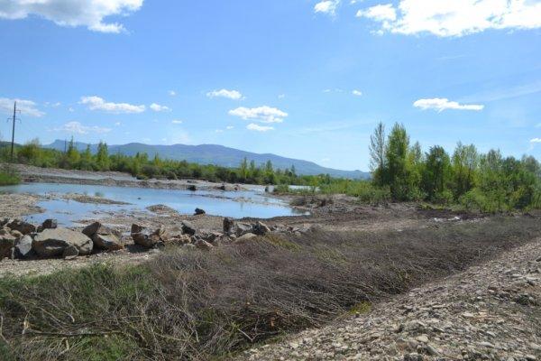 У селі Вонігові проводяться роботи з реконструкції пошкодженої дамби та берегоукріплення річки