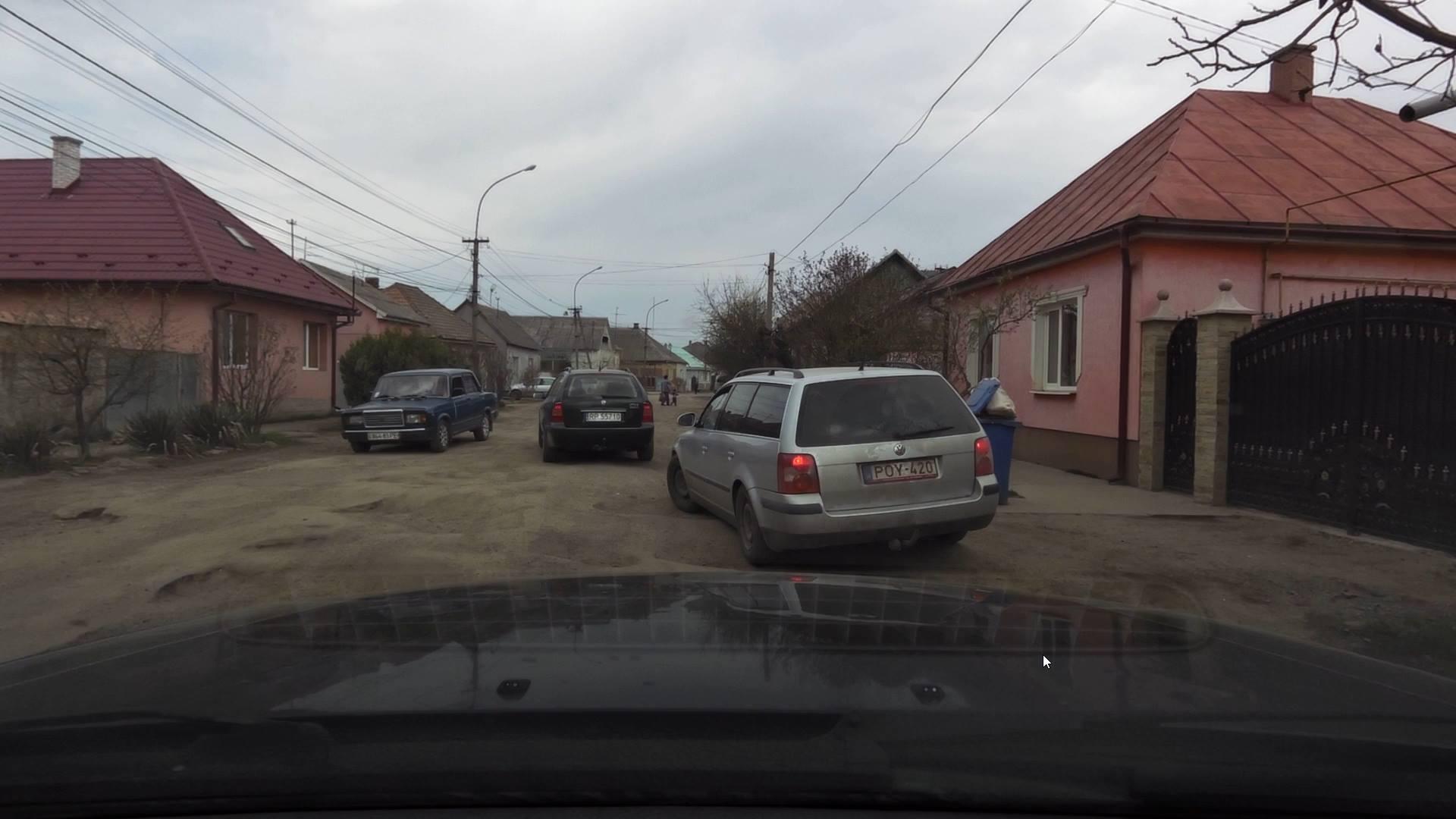У мережі показали жахливий стан дороги Петрове-Вилок на Виноградівщині (ФОТО)