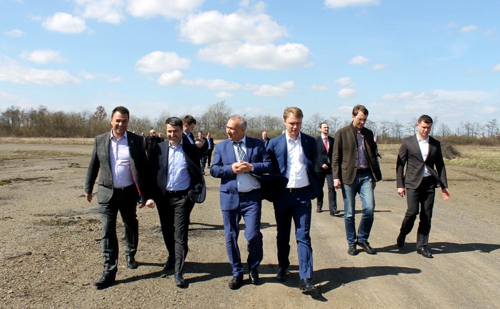 """До кінця року аеропорт """"Ужгород"""" має запрацювати на повну"""