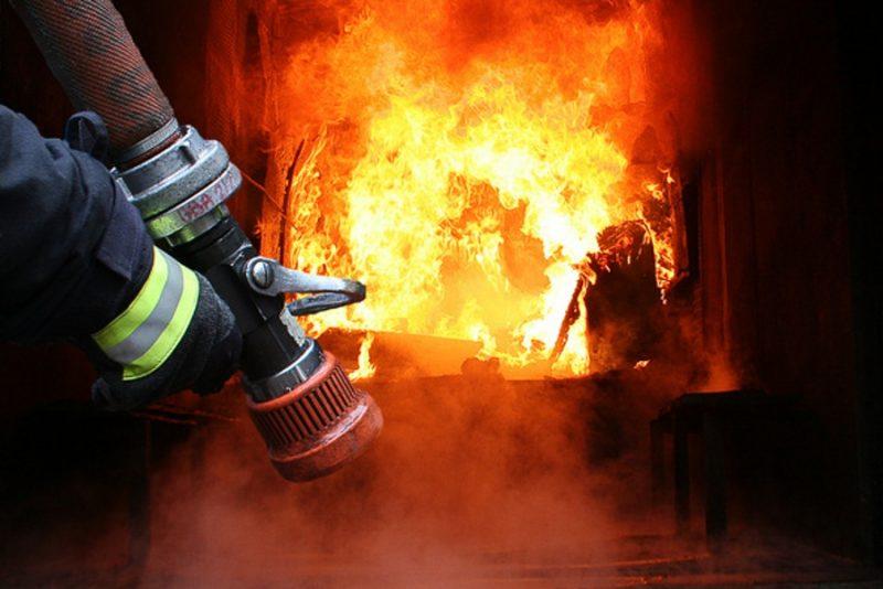 Від учора на Закарпатті 8 пожеж: горіли авто, будинок, сміття та суха трава
