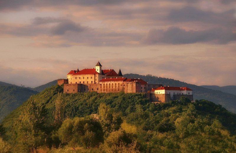 Замки Закарпаття, які найбільше ваблять туристів (ФОТО)