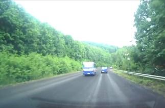 Неподалік села Копаня на Закарпатті пасажирський автобус створював на дорозі небезпеку (ВІДЕО)