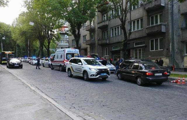 Картинки по запросу У Львові жінка-поліцейський прострелила закарпатцю ногу
