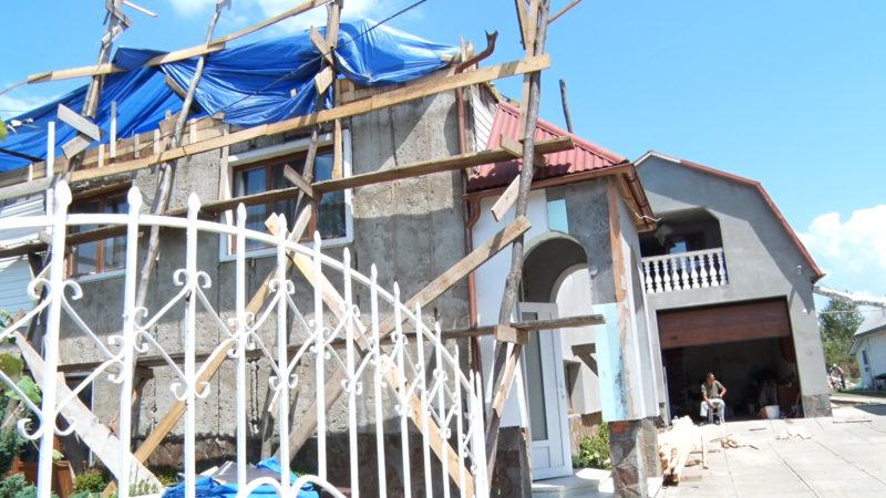 На Тячівщині «ураган» пошкодив сотні будинків та залишив села без світла (ВІДЕО)