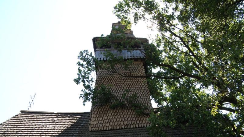 На Тячівщині «ураган» пошкодив півтисячолітню дерев'яну церкву (ВІДЕО)