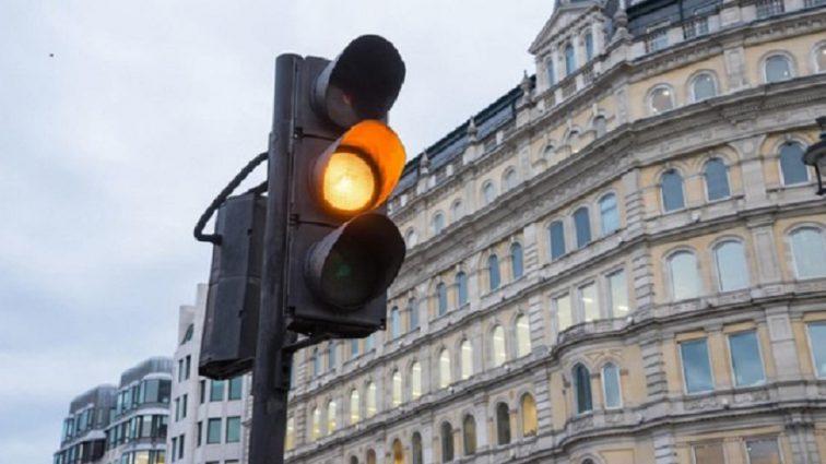 В Україні скасовують жовтий сигнал світлофора