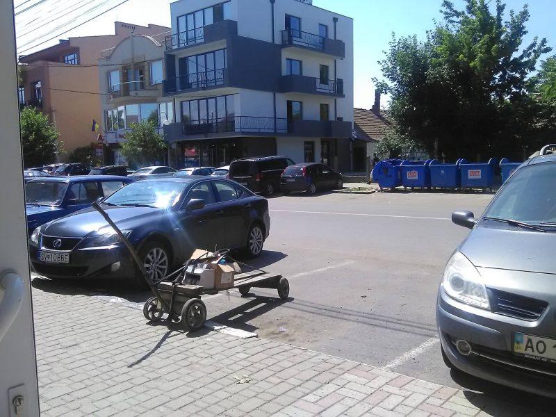 У мережі активно обговорюють картину, яка мала місце на вулиці Швабській