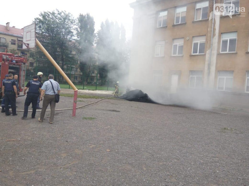 З'явилось відео пожежі в одній з шкіл Ужгорода(ВІДЕО)