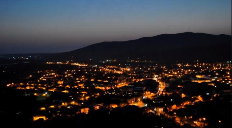 В мережі показали нічний Хуст з гори