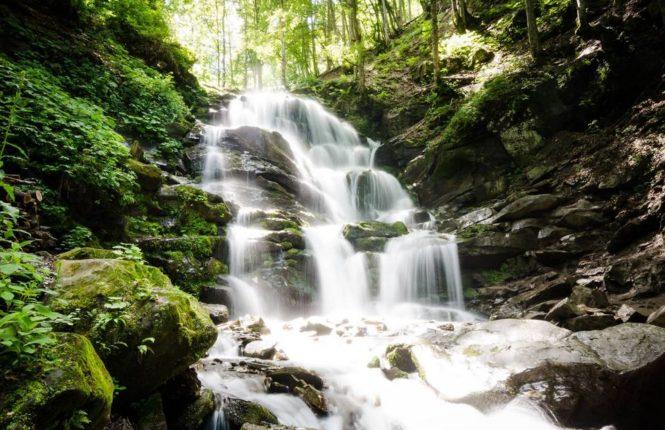 ТОП-9 мальовничих водоспадів Закарпаття, які варто побачити кожному (ФОТО)