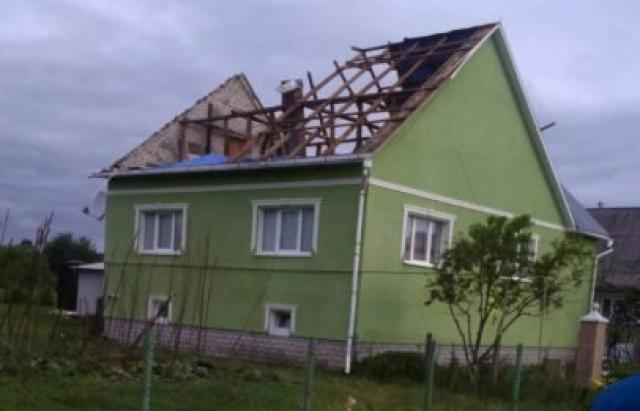 Майже півтисячі будівель на Тячівщині залишились без даху