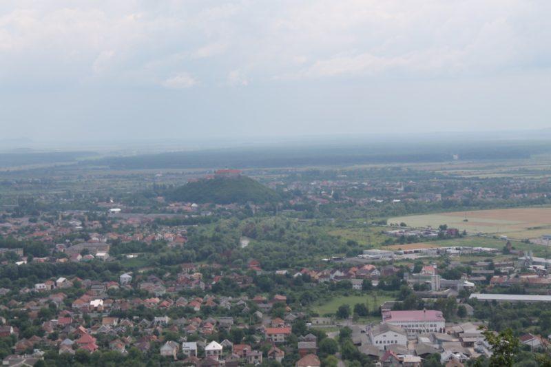 З висоти гори Ловачки відкриваються неймовірні панорами Мукачева