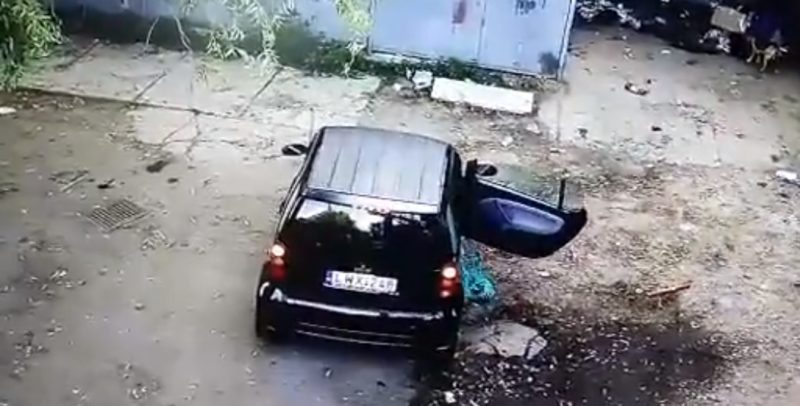"""""""Люди - свині"""". У Берегові сміття викинули прямо з салону автомобіля (ВІДЕО)"""
