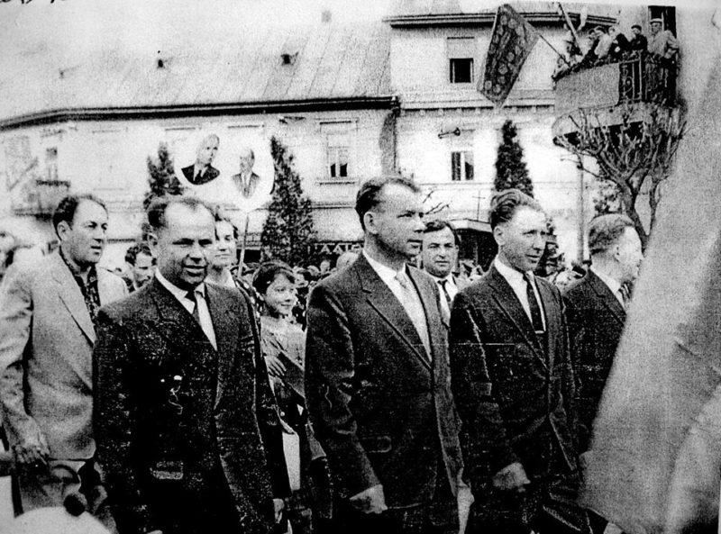 У мережі показали колону автотранспортників у Хусті в 1964 році (ФОТО)