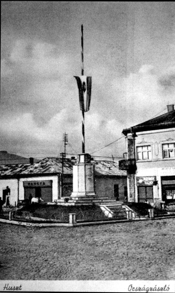 Зруйнований монумент: у мережі показали центр Хуста 1943-го року (ФОТО)
