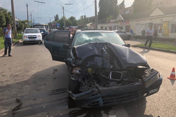 Збив і втік: водій забрав життя у матері з дитиною