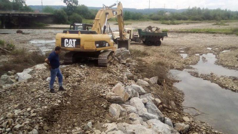 На Хустщині проводяться аварійні роботи (ФОТО)