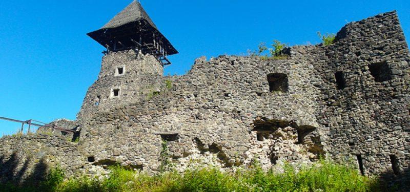 На Закарпатті руйнується унікальний середньовічний замок