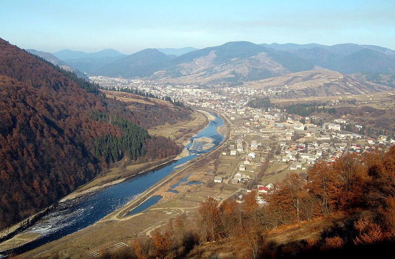 Міжгір'я : величні гори та затишне містечко (ВІДЕО)