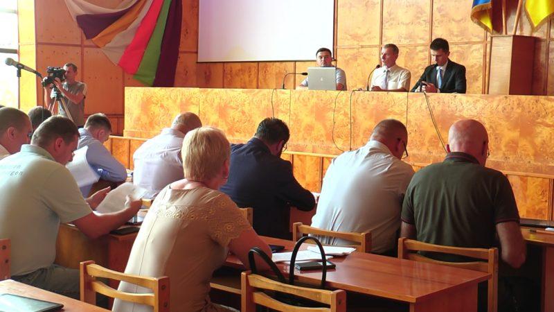 З 29 питань, висунутих на сесії Хустської райради, депутати розглянули 16 (ВІДЕО)